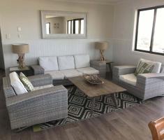Lounge - Holiday House